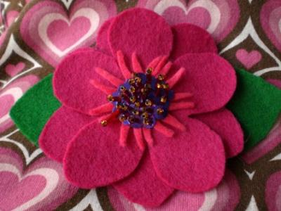 Broche flor de fieltro